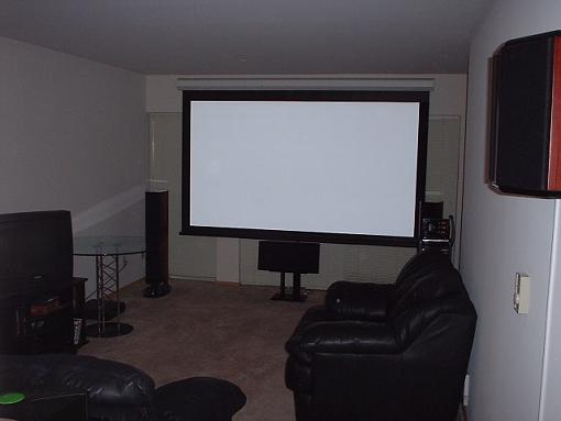 Plasma or Projector setup?-screen-rockets.jpg