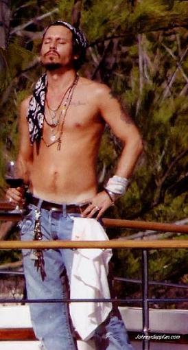 Mud 5: Brad Pitt vs Johnny Depp-johnny.jpg