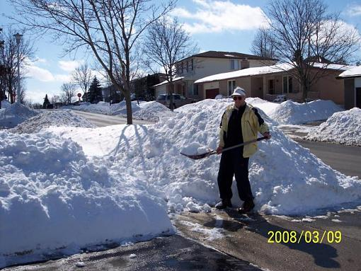 Do any of you Southerners want to adopt me?-snow_mar08-07_02.jpg