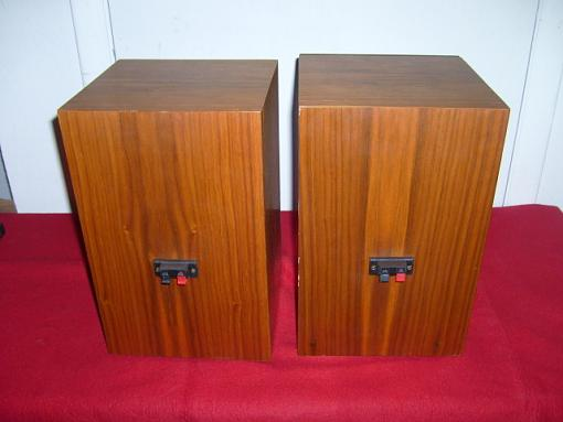 Hello, I need helping identifying a pair of speakers ( no brand, no model )-1zwowg2.jpg